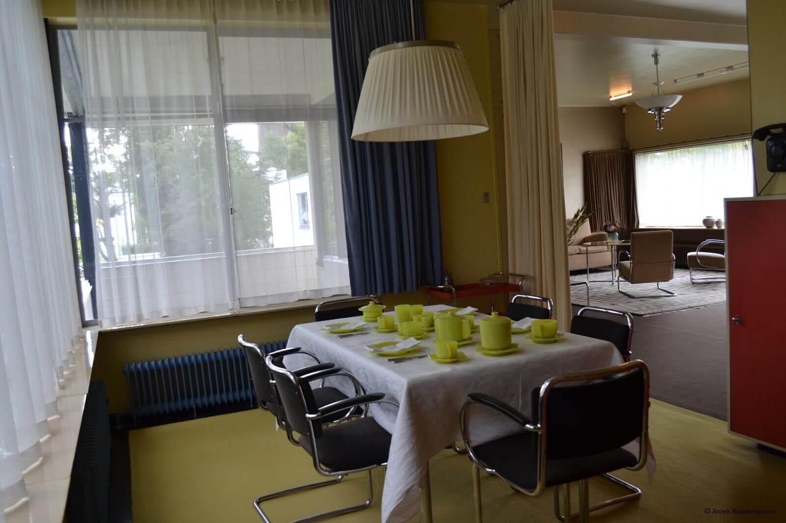 Eetkamer in Huis Sonneveld in Rotterdam