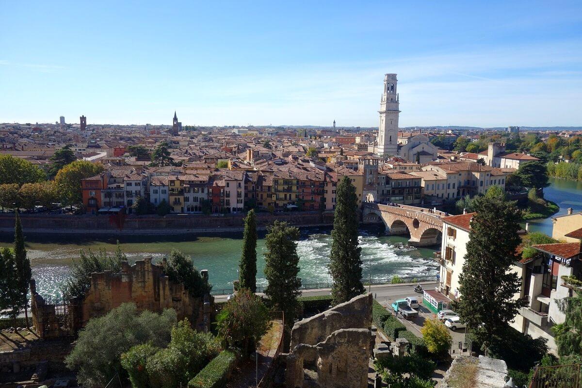 Tips voor een Citytrip Verona: uitzicht over Verona en de Adige