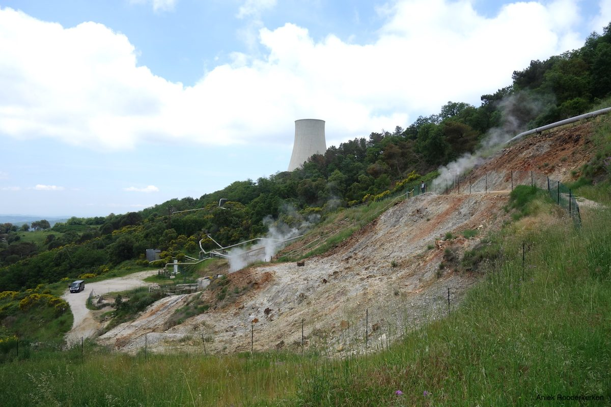 Power Plant with geothermal energy