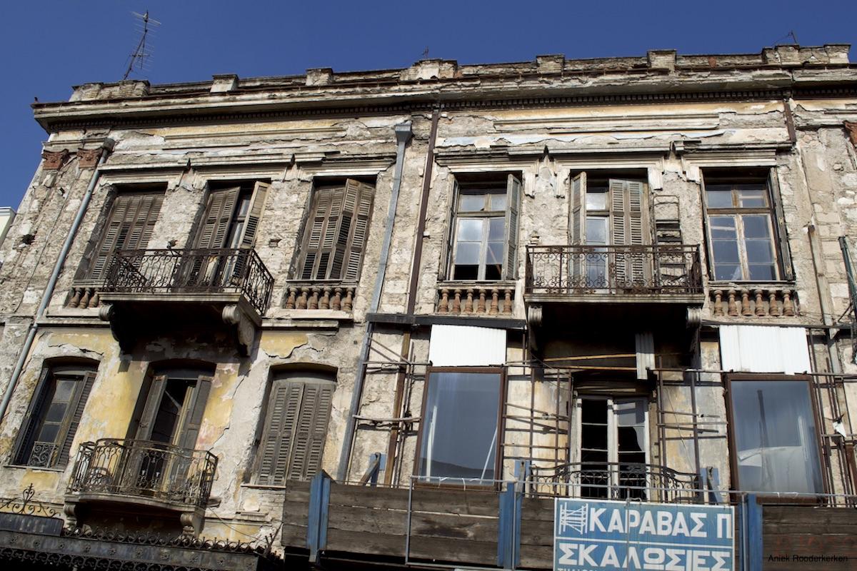 Dit is ook Athene: vervallen gebouwen