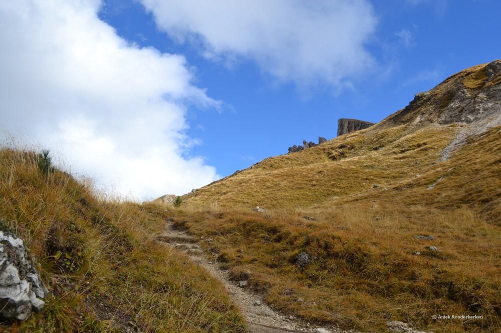 Hiking in the Parco Naturale Puez-Odle or the Naturpark Puez-Geisler