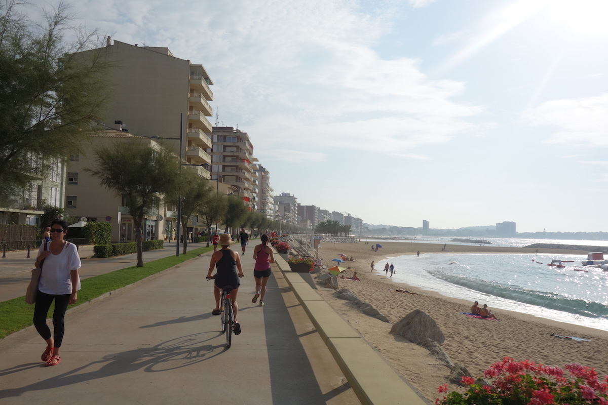 The first part of the route I follow the boulevards of Sant Feliú, Platja d'Aro and Palamós.