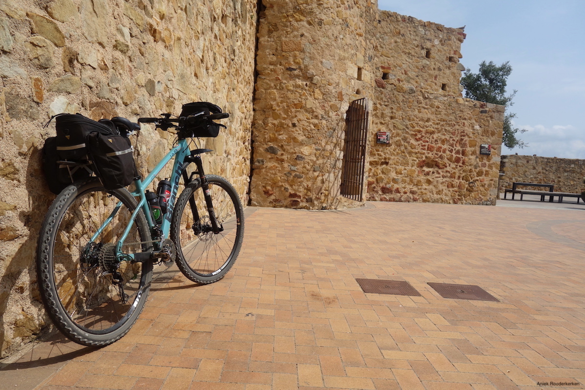 My bike and the Torre de la Presó at the Paca del Castell.
