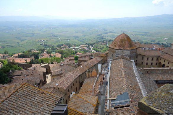 Uitzicht vanaf het Palazzo dei Priori in Volterra