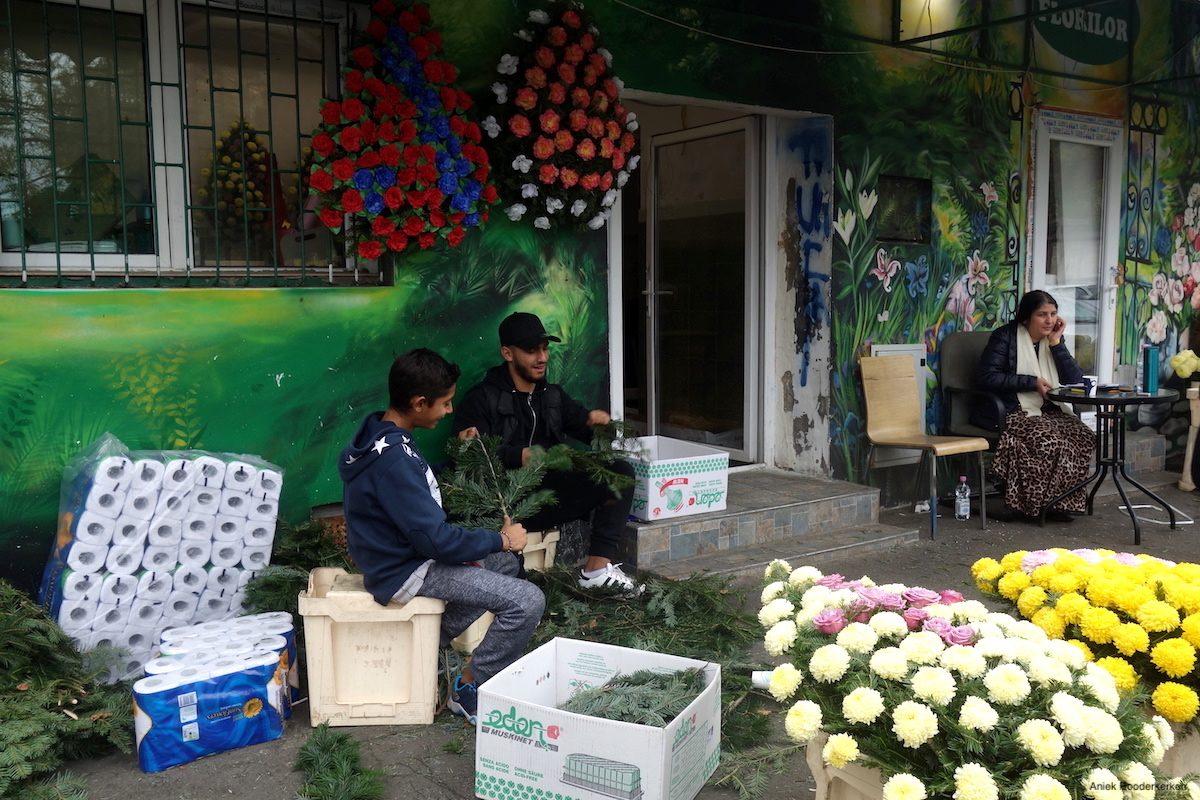 Rroma flowermarket Piaţa de flori George Coşbuc in Bucharest